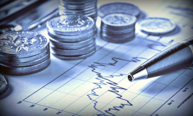 Проверяем инвестиционные прогнозы экспертов на май: валюта, нефть, золото