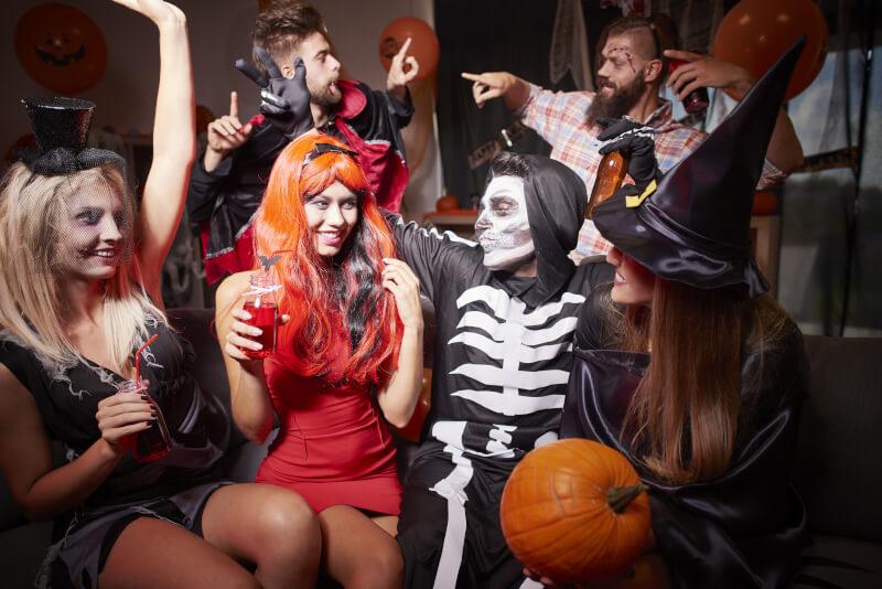 Как и с кем отпраздновать Хэллоуин
